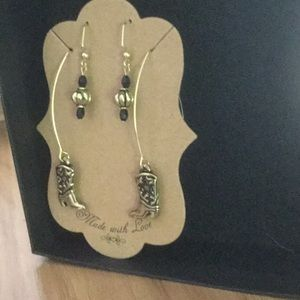 Earring set cowboy boots and black bling bead